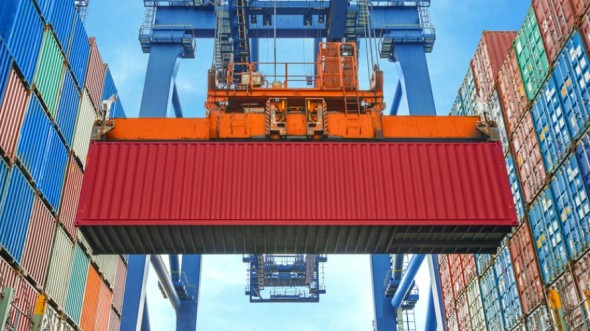 Shore-crane-loading-containers-in-freight-ship-000069618943_Small-890x500_c.jpg