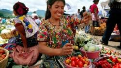guatemala-women-fruit