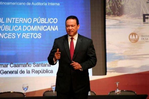 Contralor-Daniel-Omar-Caamaño.