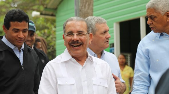 Danilo-a-los-artesanos-San-Cristóbal