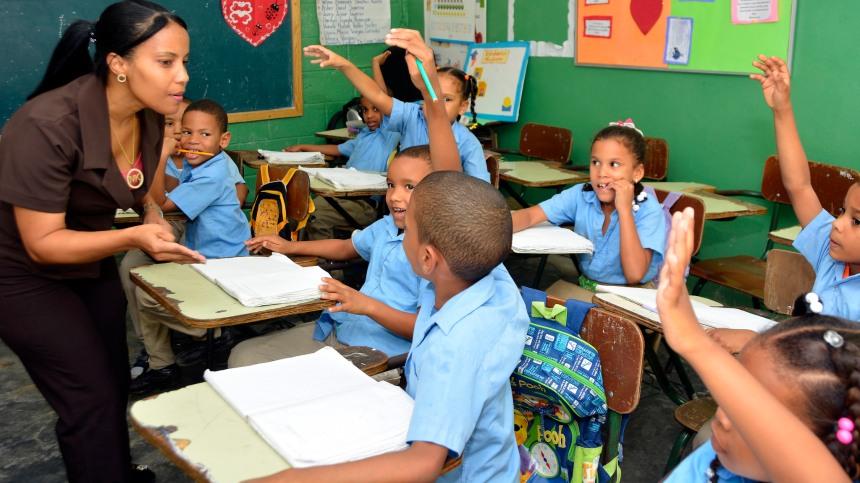 portada_np_maestros_dominicanos_celebran_dia_mundial_de_los_docentes_mas_respetados_y_mejor_pagados