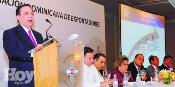 """El-gobernador-del-Banco-Central-Héctor-Valdez-Albizu-en-su-conferencia-sobre-""""El-rol-del-sector-exportador-en-el-desempeño-de-la-economía-dominicana""""-durante-el-almuerzo-organizad"""
