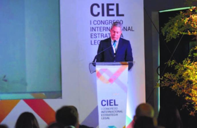 Leonel-Melo-presidente-de-OMG-y-director-del-congreso.-688x450