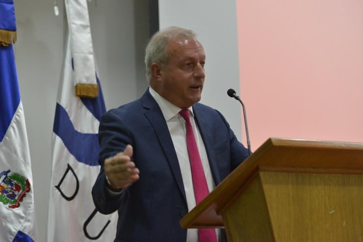 Christopher Zimmermann, experto y consultor internacional