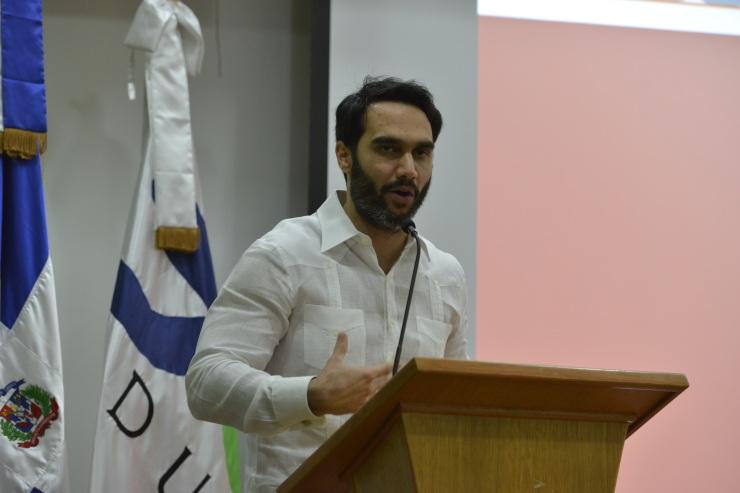 Roberto Yunén, director general de Philip Morris